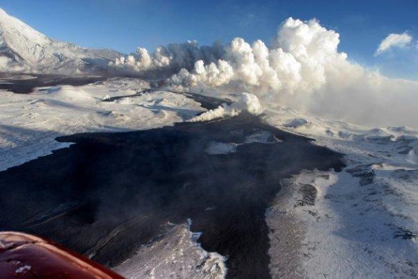 plosky-tolbachik-volcano-erupts-in-kamchatka-2-630x420