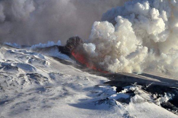 plosky-tolbachik-volcano-erupts-in-kamchatka-4-630x420