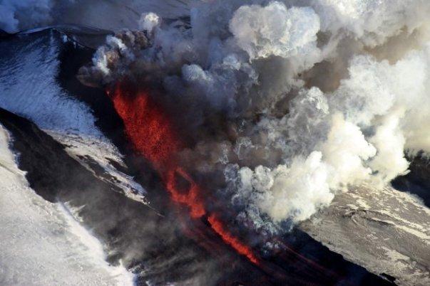 plosky-tolbachik-volcano-erupts-in-kamchatka-6-630x420