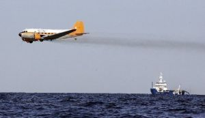 b_300_200_16777215_00_http___media.nola.com_2010_gulf_oil_spill_photo_gulf-oil-spill-dispersant-planejpg-be2e76fc1c338e1c